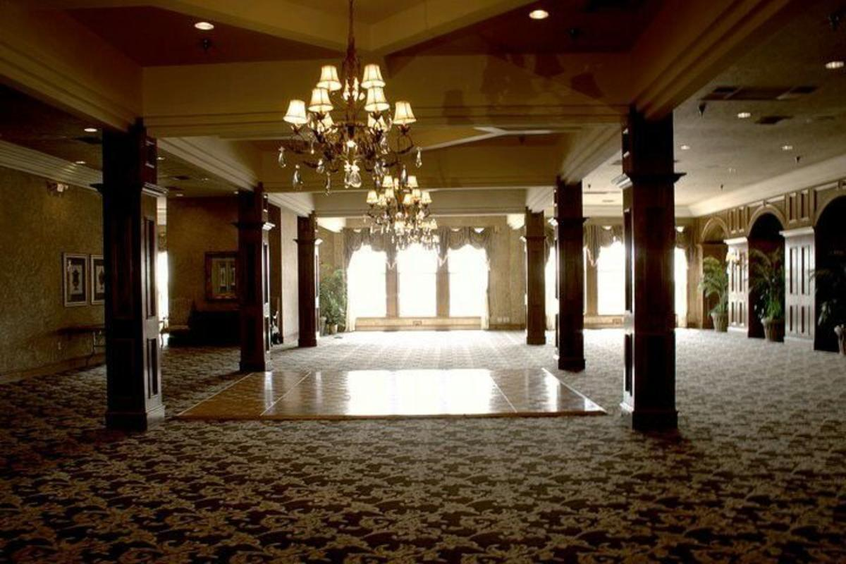 The Neches Room Main Room With Pillars and Chandeliers