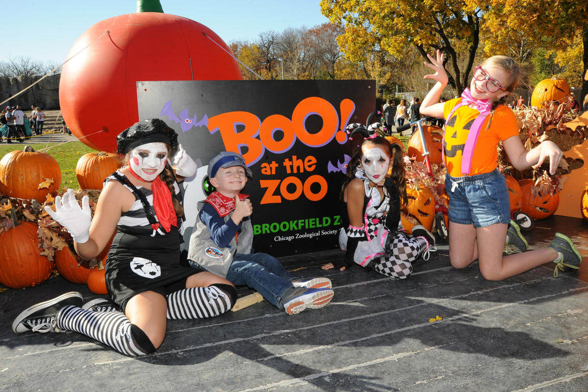 Kids in costume at zoo