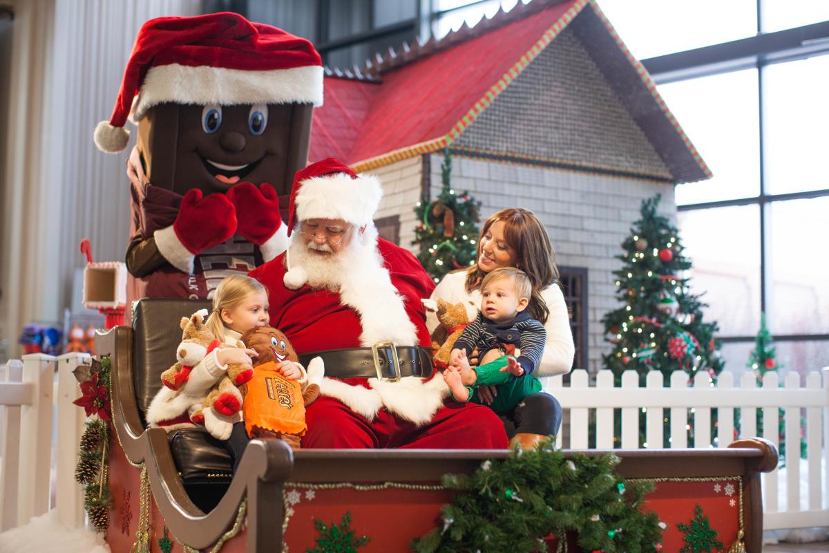 hersheys-chocolate-world-attraction-holiday-winter-santa