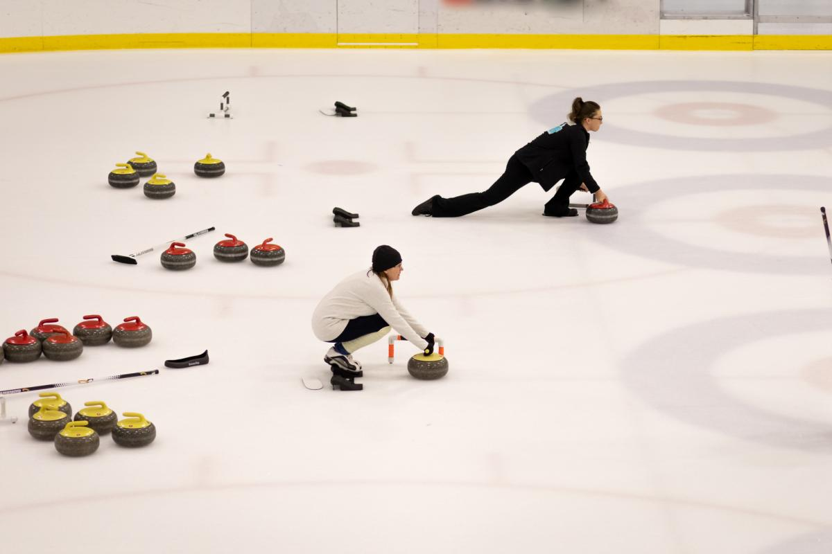Great-Park-Ice-Curling-red-yellow-stones - Curling