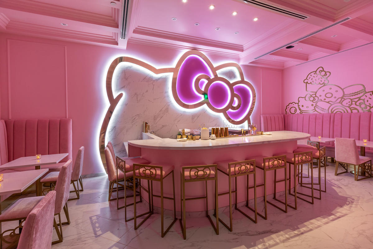 Hello Kitty Grand Cafe Bow room