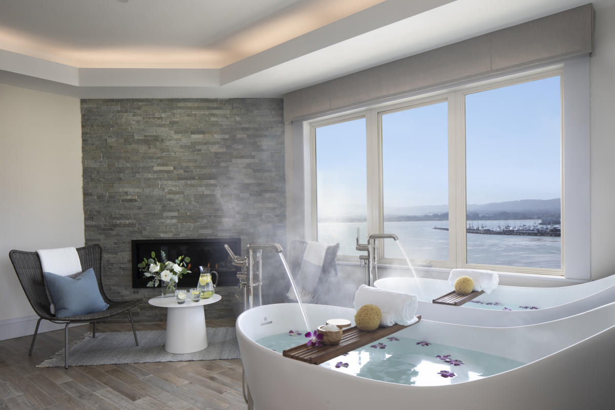 Monterey Plaza Fireplace & Tub