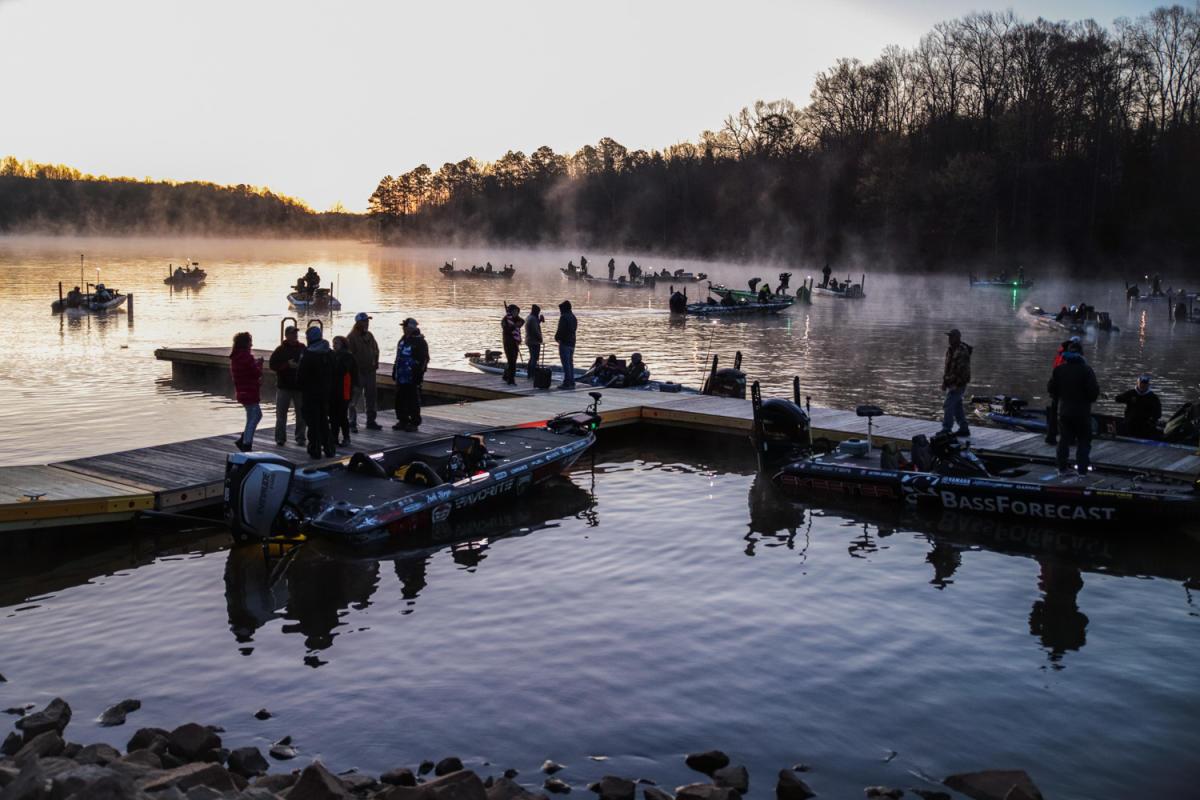 Major League Fishing - Falls Lake