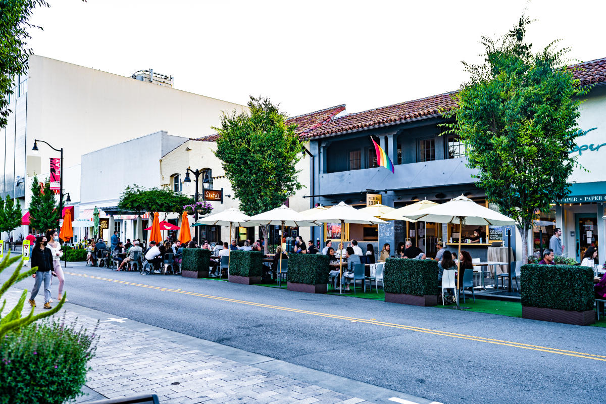 Street-dining-in-downtown-burlingame