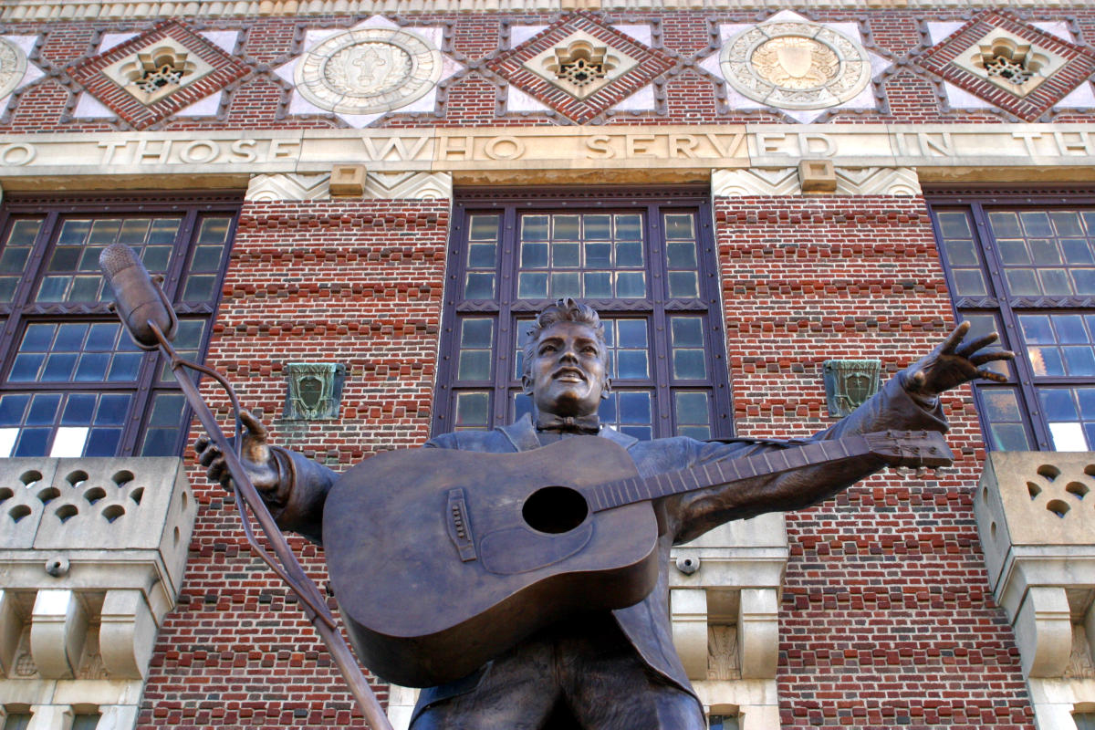 Elvis Presely Statue