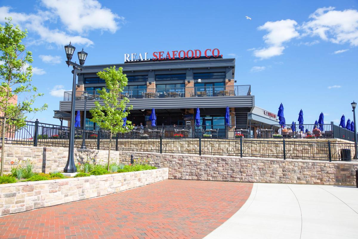 Outdoor dining and patio at the Real Seafood Company in Bay City