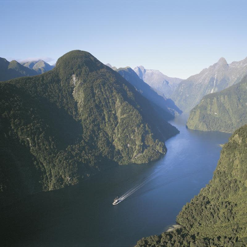Doubtful-Sound-Cruise-with-Real-Journeys-Fiordland