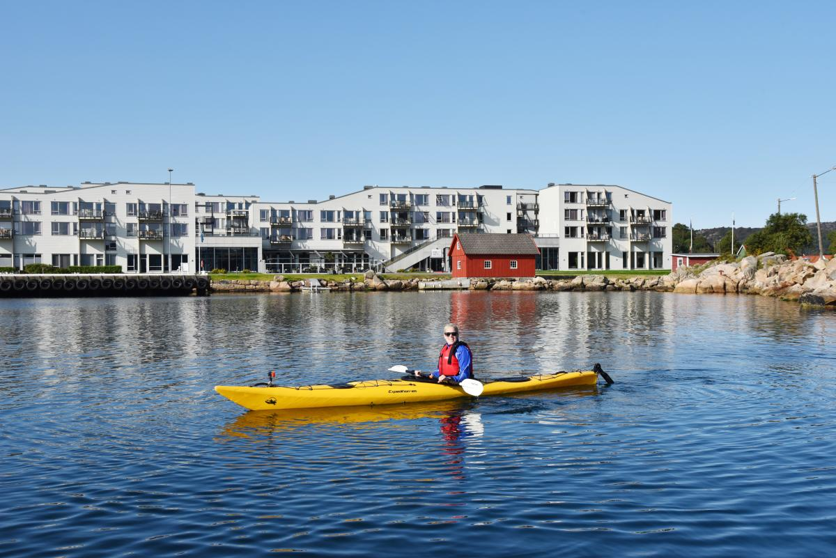 Woman kayaking at Lindesnes Havhotell