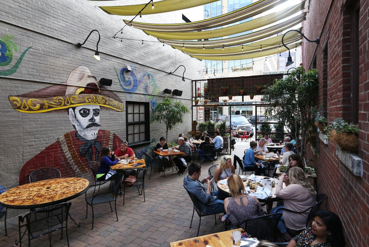 Dine outdoors at Hefe Rojo in Rochester, MN