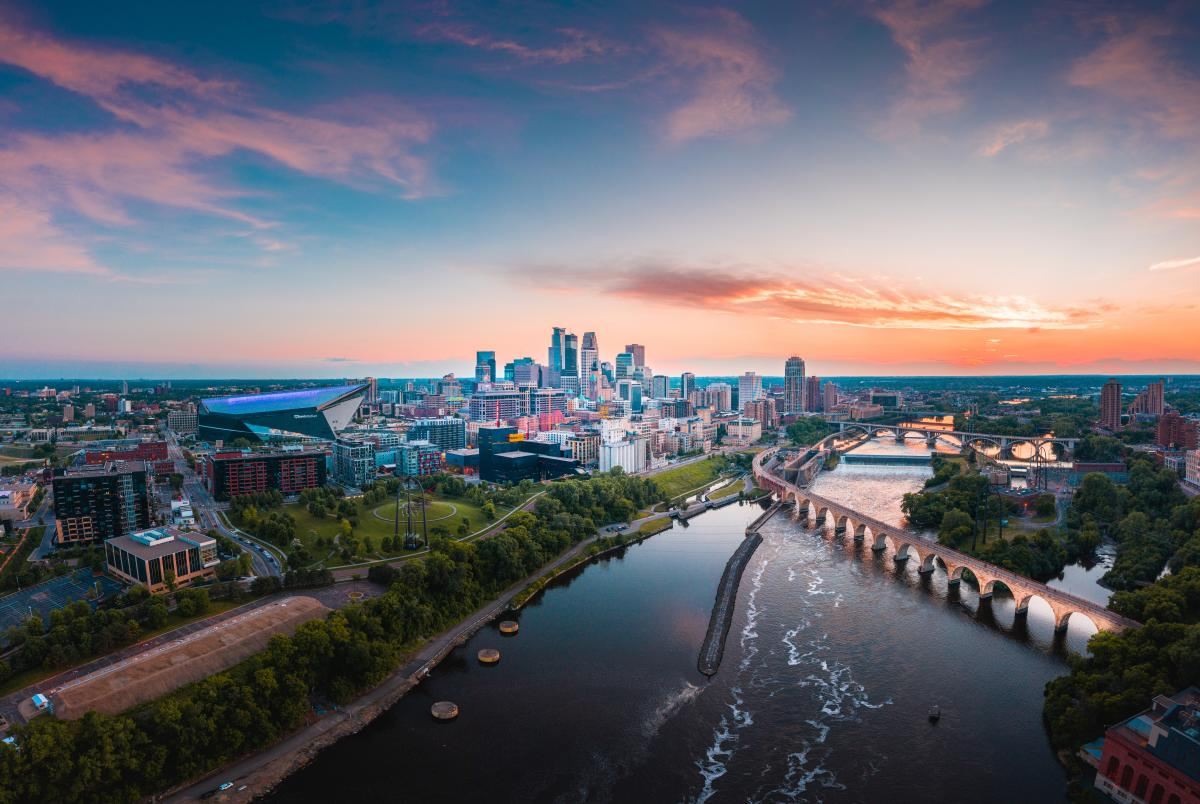 Catch Des Moines - Meet Minneapolis City Skyline