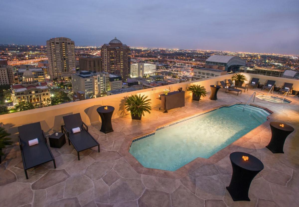 Magnolia Hotel Houston Pool