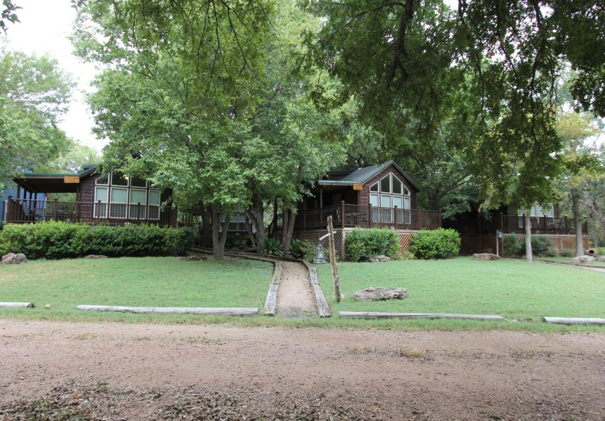 Mendelbaum Winery Guest Cabins New