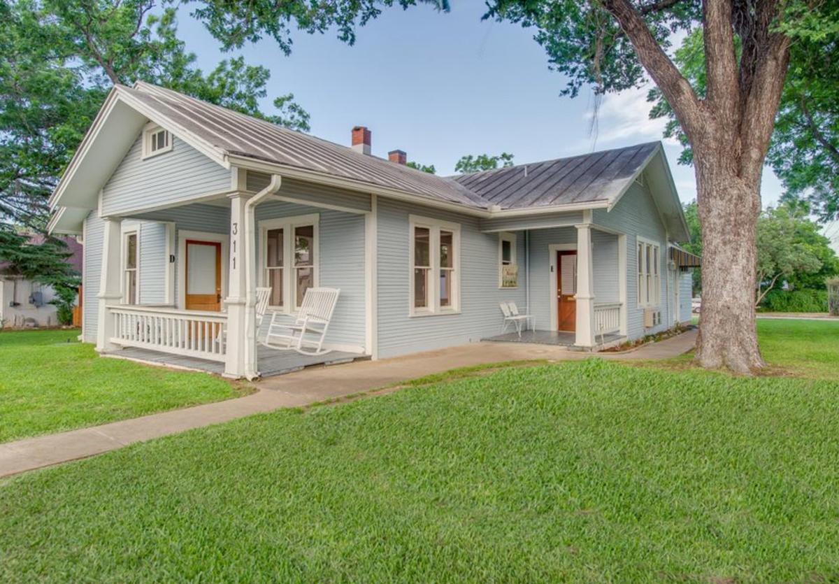 The Blue House at Peach Tree Inn