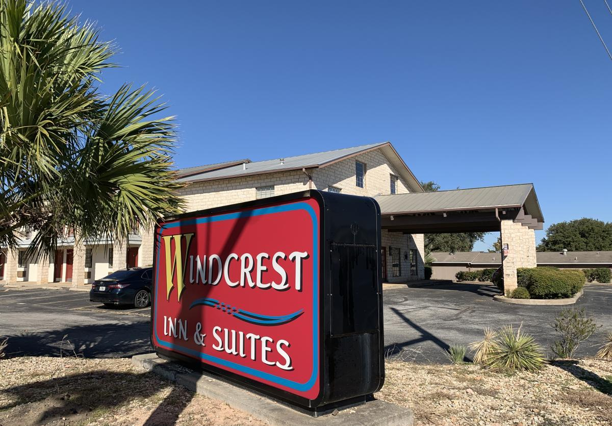 Windcrest Inn & Suites New