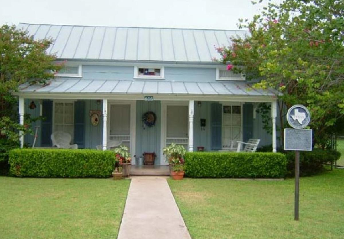 blue cottage 1