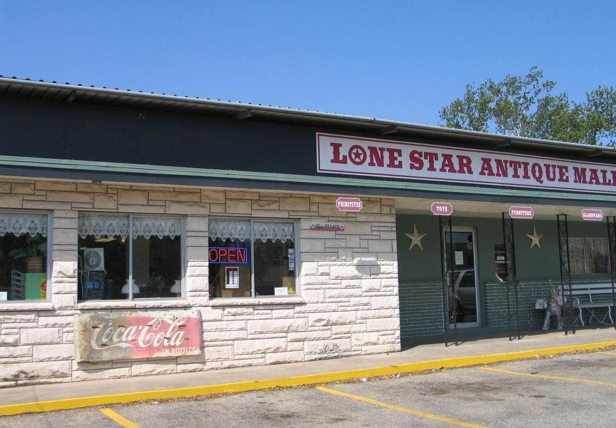 stores-lone star antique mall
