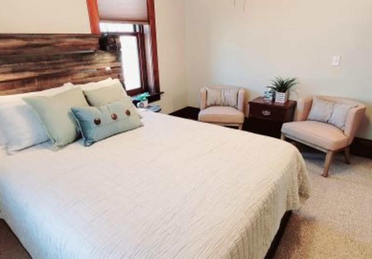 Additional Guest suite with Queen bed