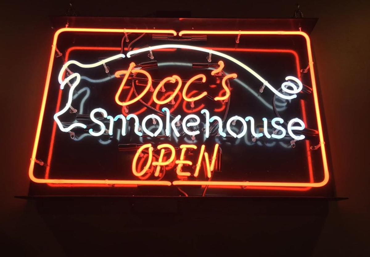 Doc's Smokehouse sign