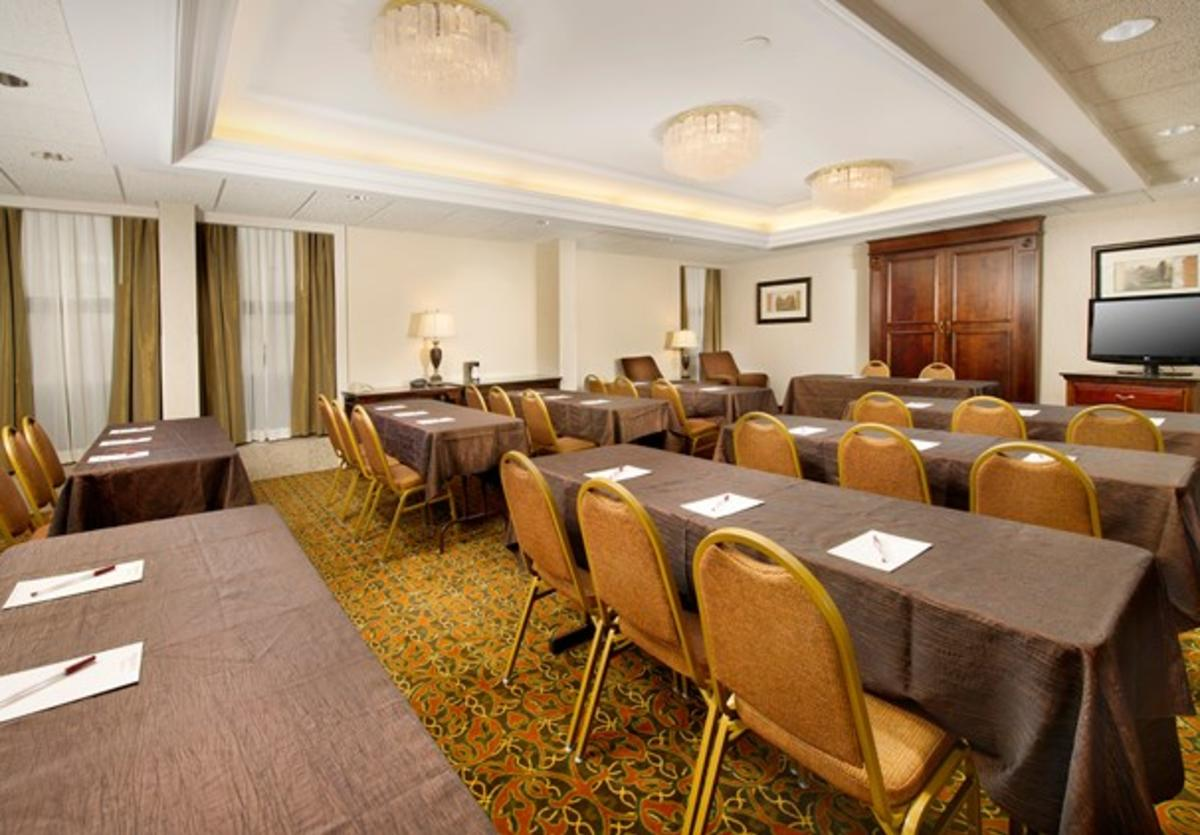 Drury Inn Collinsville meeting room
