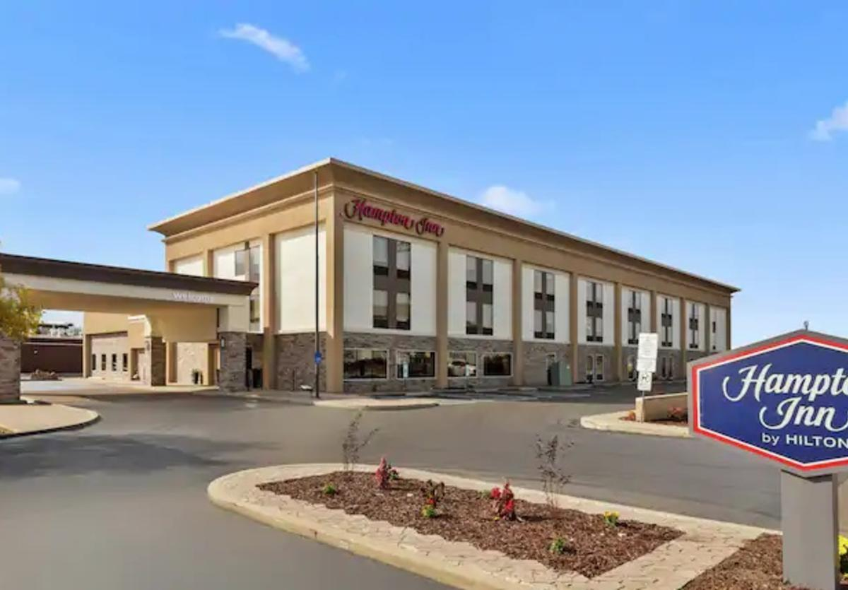 Hampton Inn Collinsville exterior