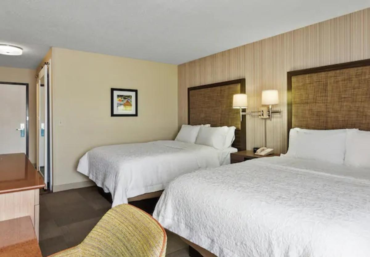 Hampton Inn Collinsville room