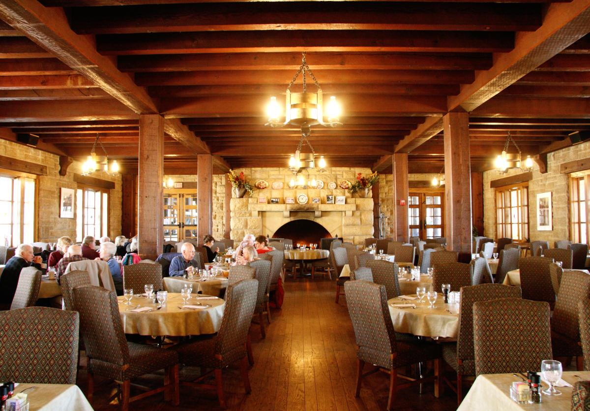 Pere Marquette Lodge dining room