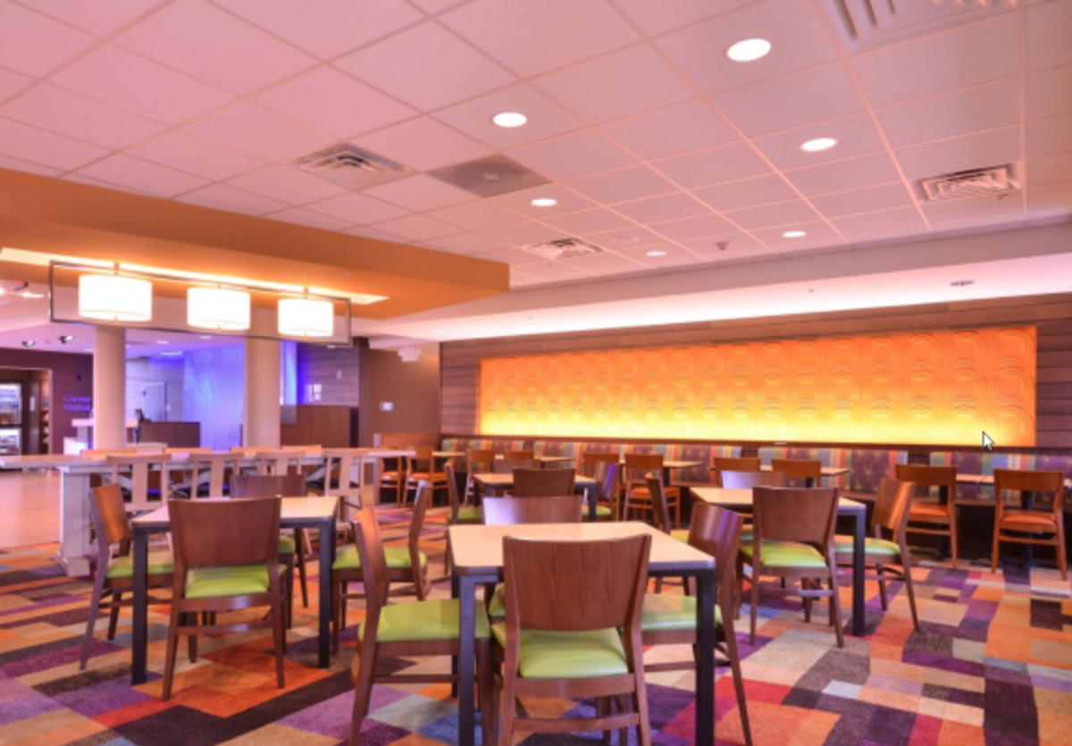Fairfield Inn & Suites Dining room