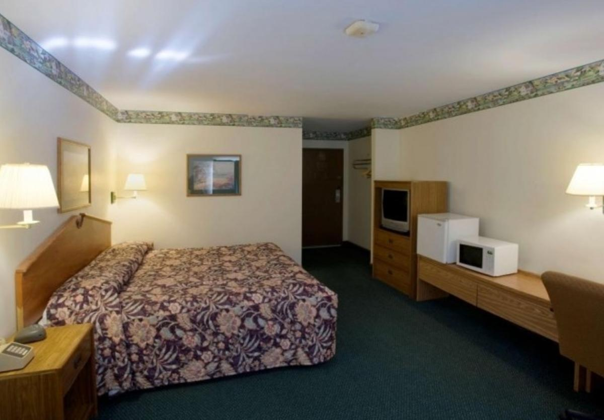 Litchfield America's Best Value Inn Room