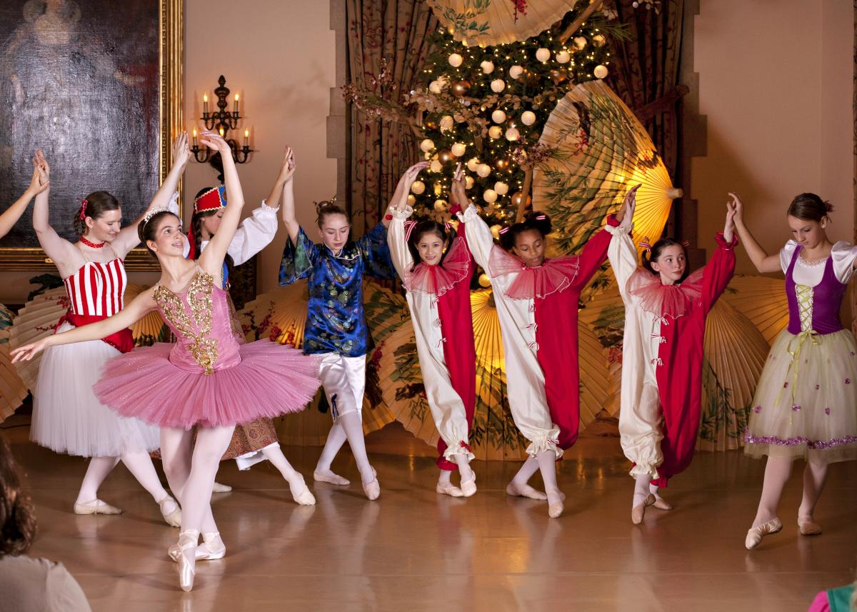Nutcracker Dancers