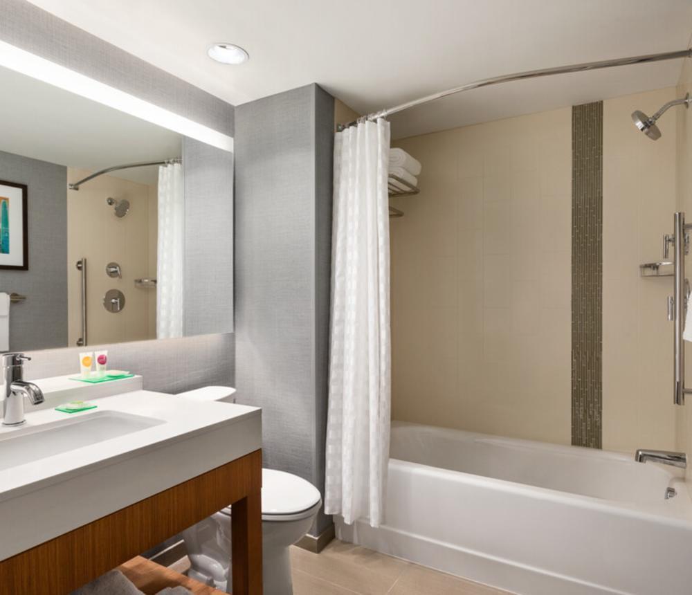 standard guest bathroom w/ tub