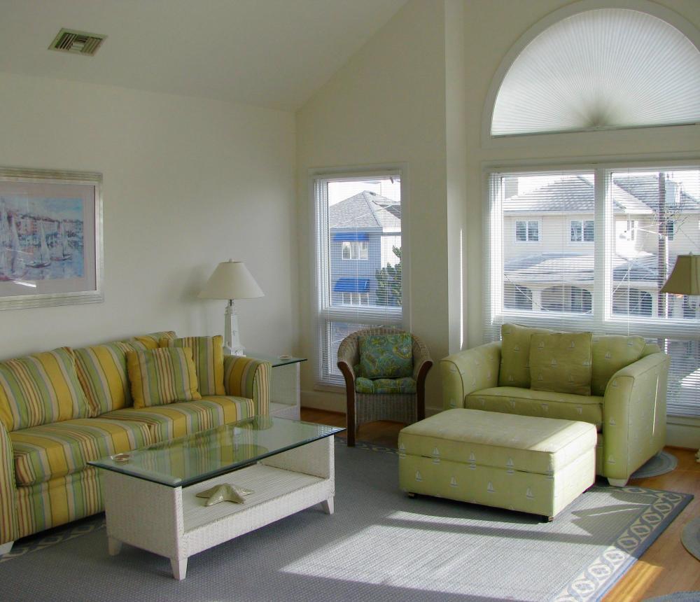 661 S. Atlantic Ave. Living Room