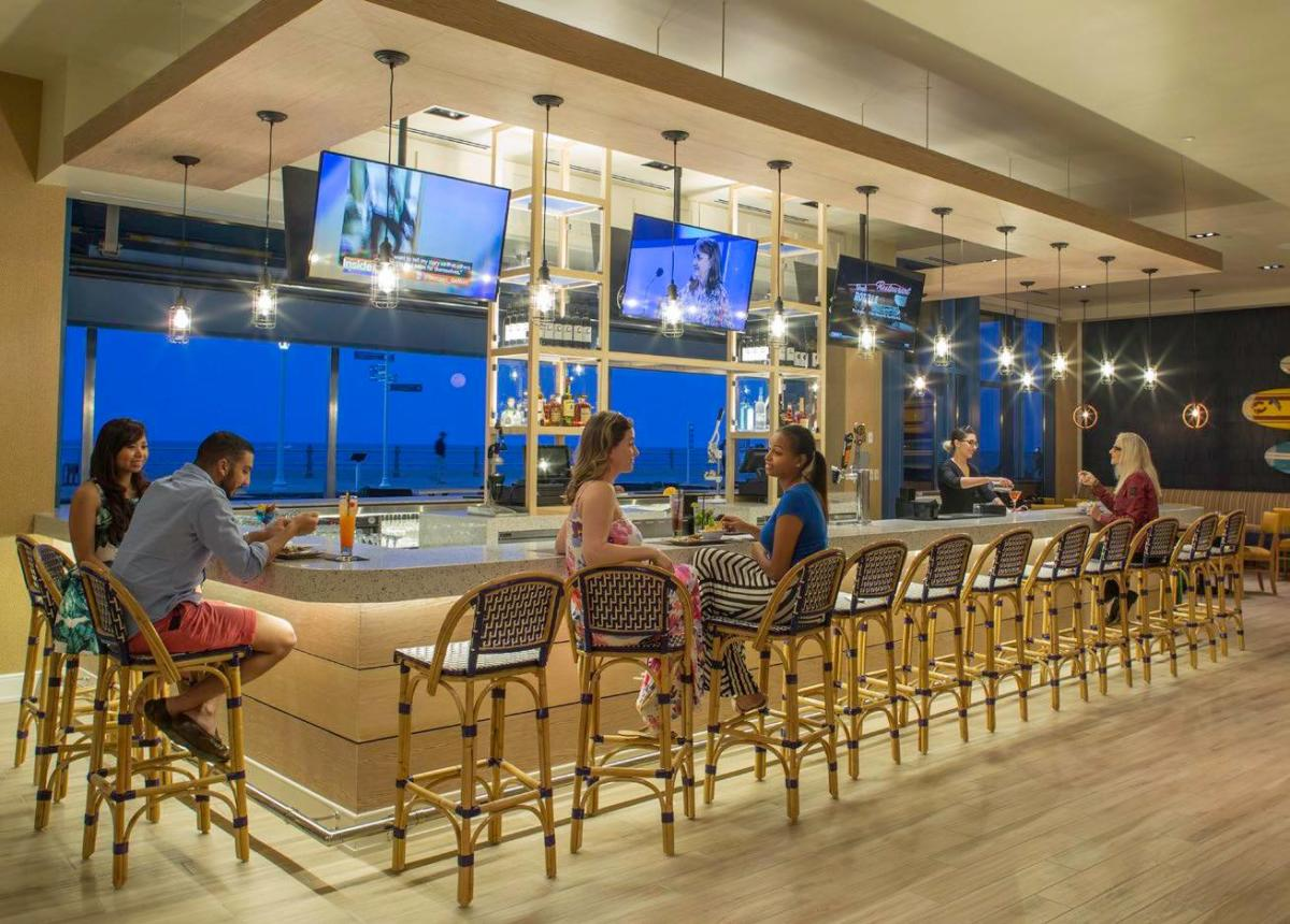 Hyatt_House_H_Bar_Oceanfront_bar_.jpg