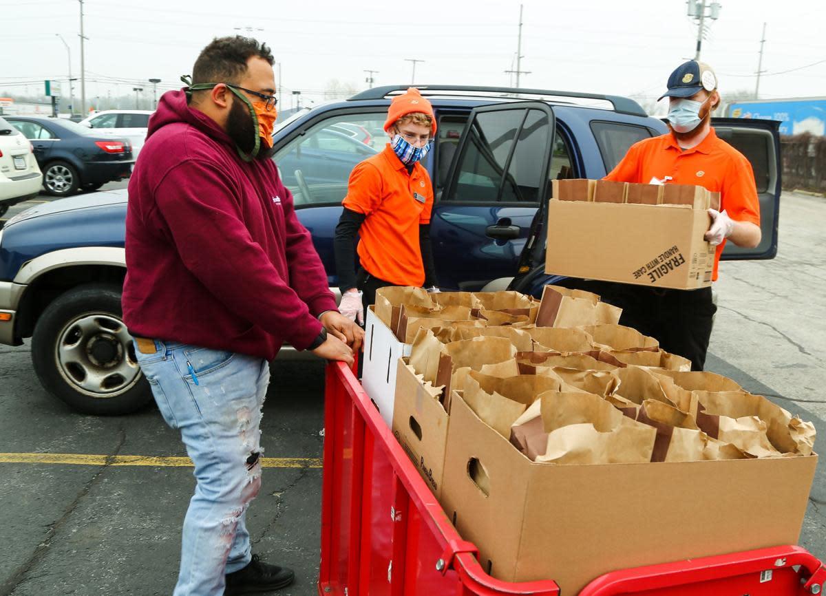 Panera donates to Food Bank