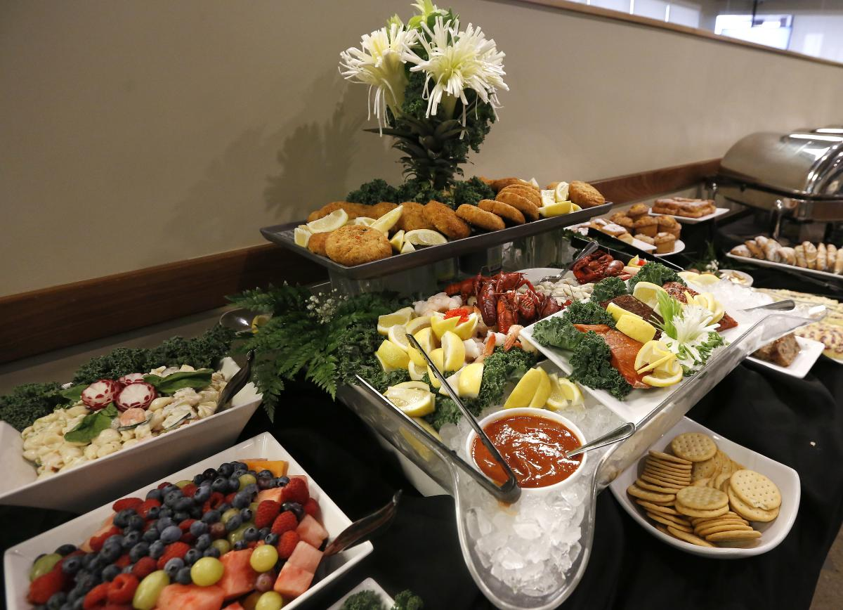 Hy-Vee Market Grille in Rochester, MN offers brunch.