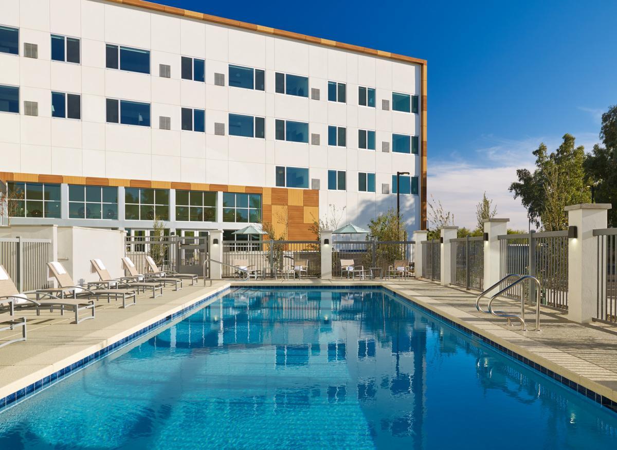 Element Chandler Fashion Center - pool