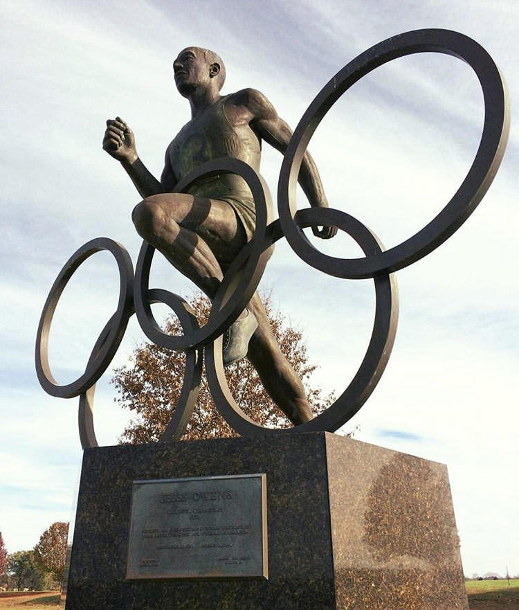 jesse owens statue
