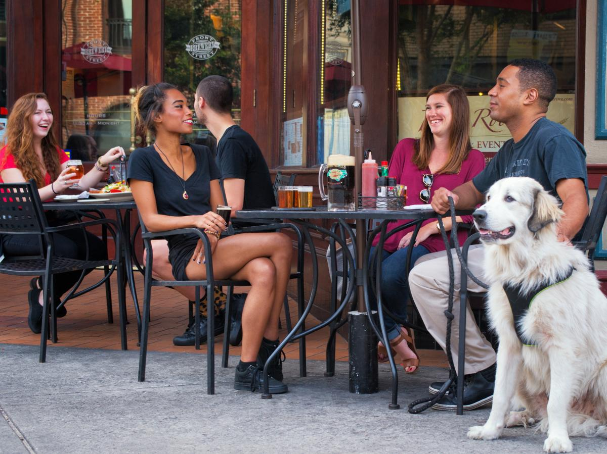Outdoor dining at Front Street Brewery