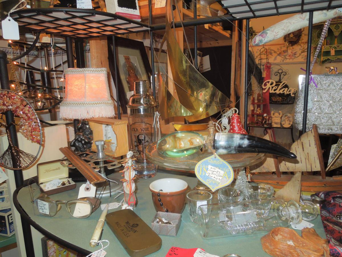 Kat's Antiques lamp and table