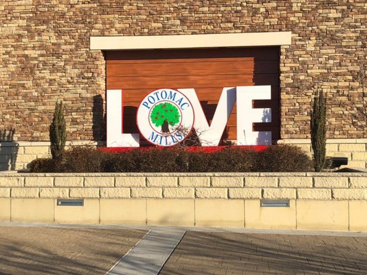 Potomac Mills LOVE sign