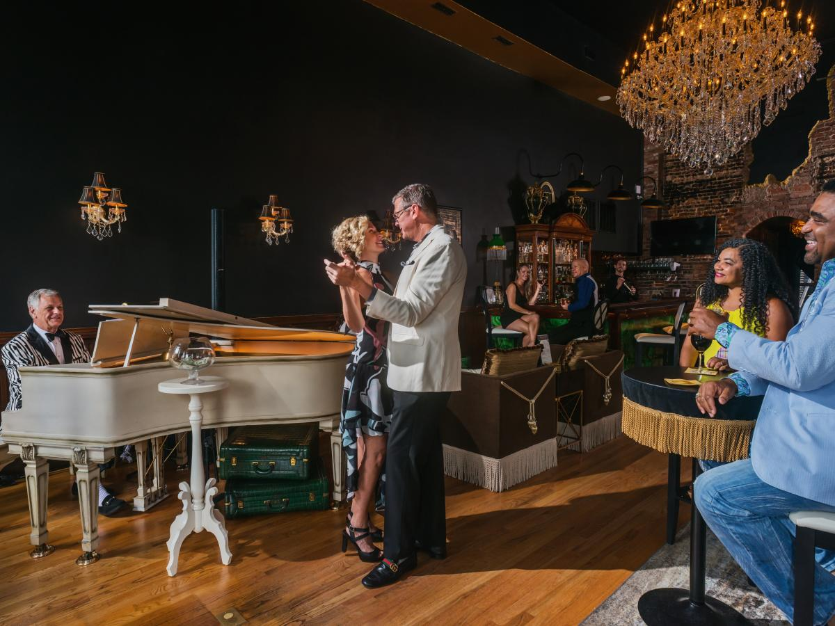 4x3 Tails Piano Bar Ad Shoot