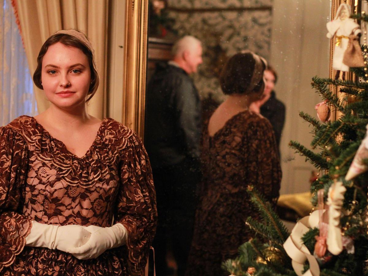 4x3 Christmas Stroll through the Past