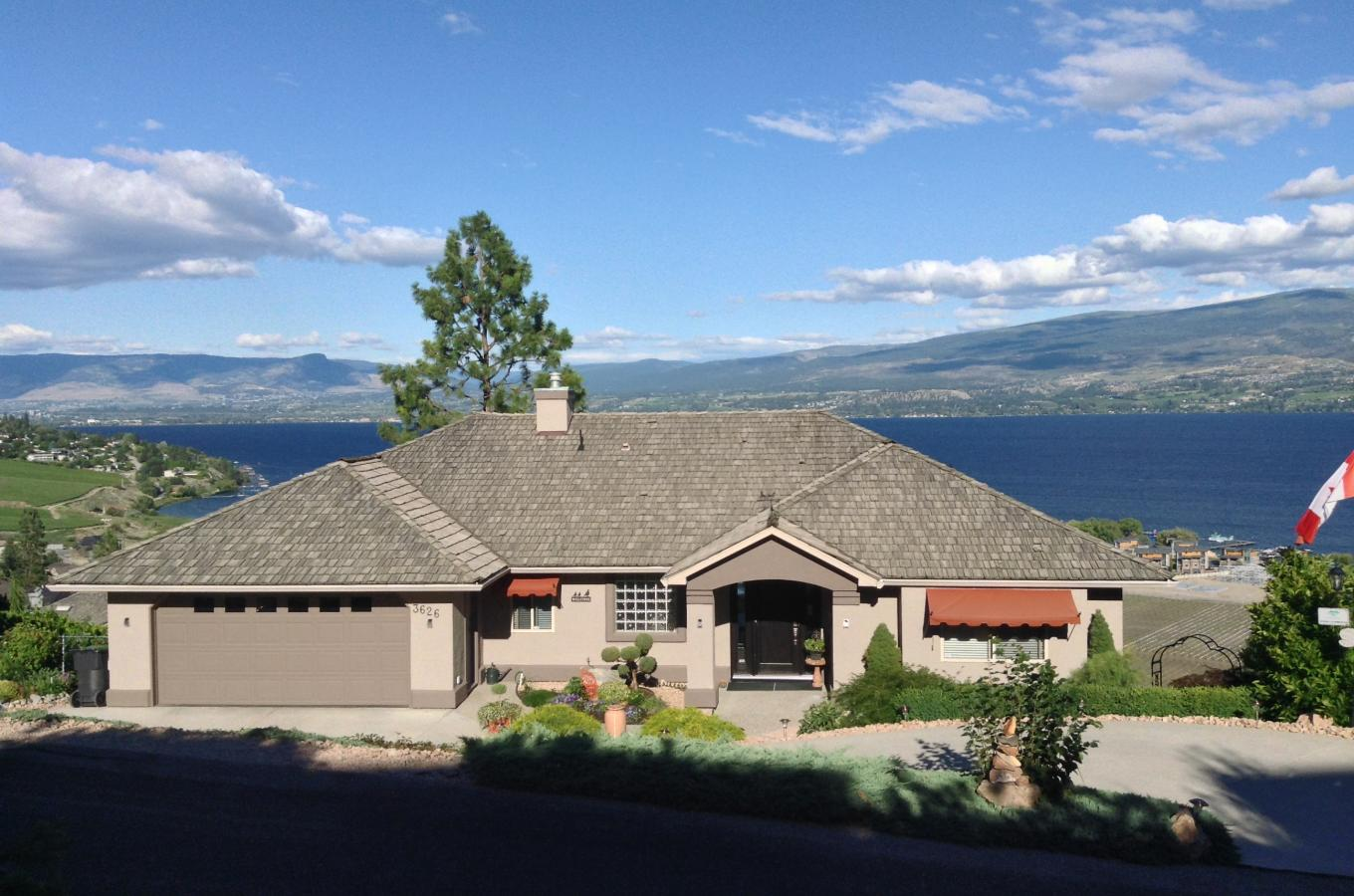 Welcome to A Lakeview Heights B&B overlooking Lake Okanagan
