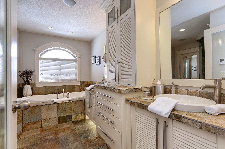 Manhattan Suite 5 piece bathroom