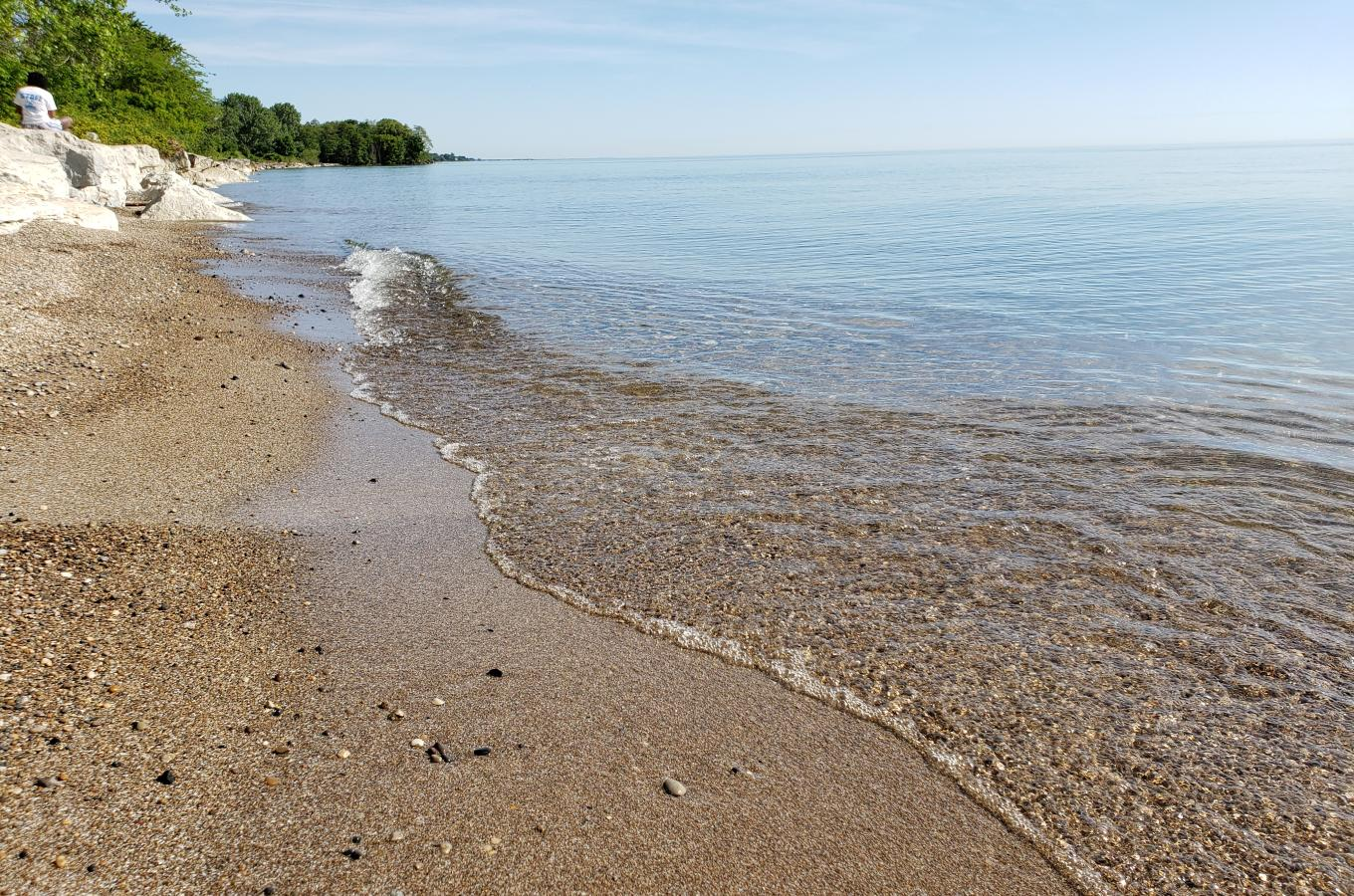 2019-06-26  Lake Michigan Park Beach wave line curved 084647
