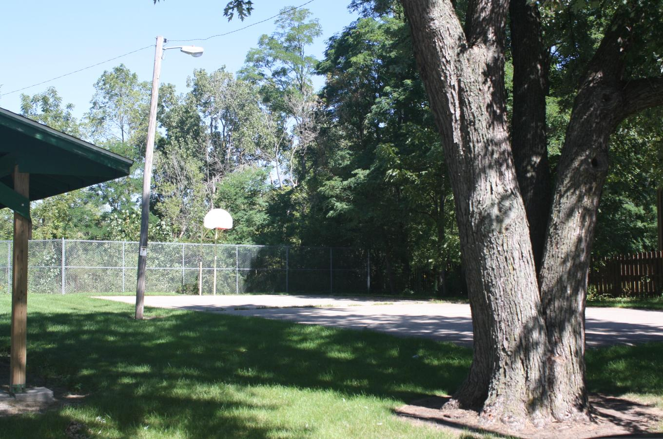 Carol Beach Park basketball court V Pic