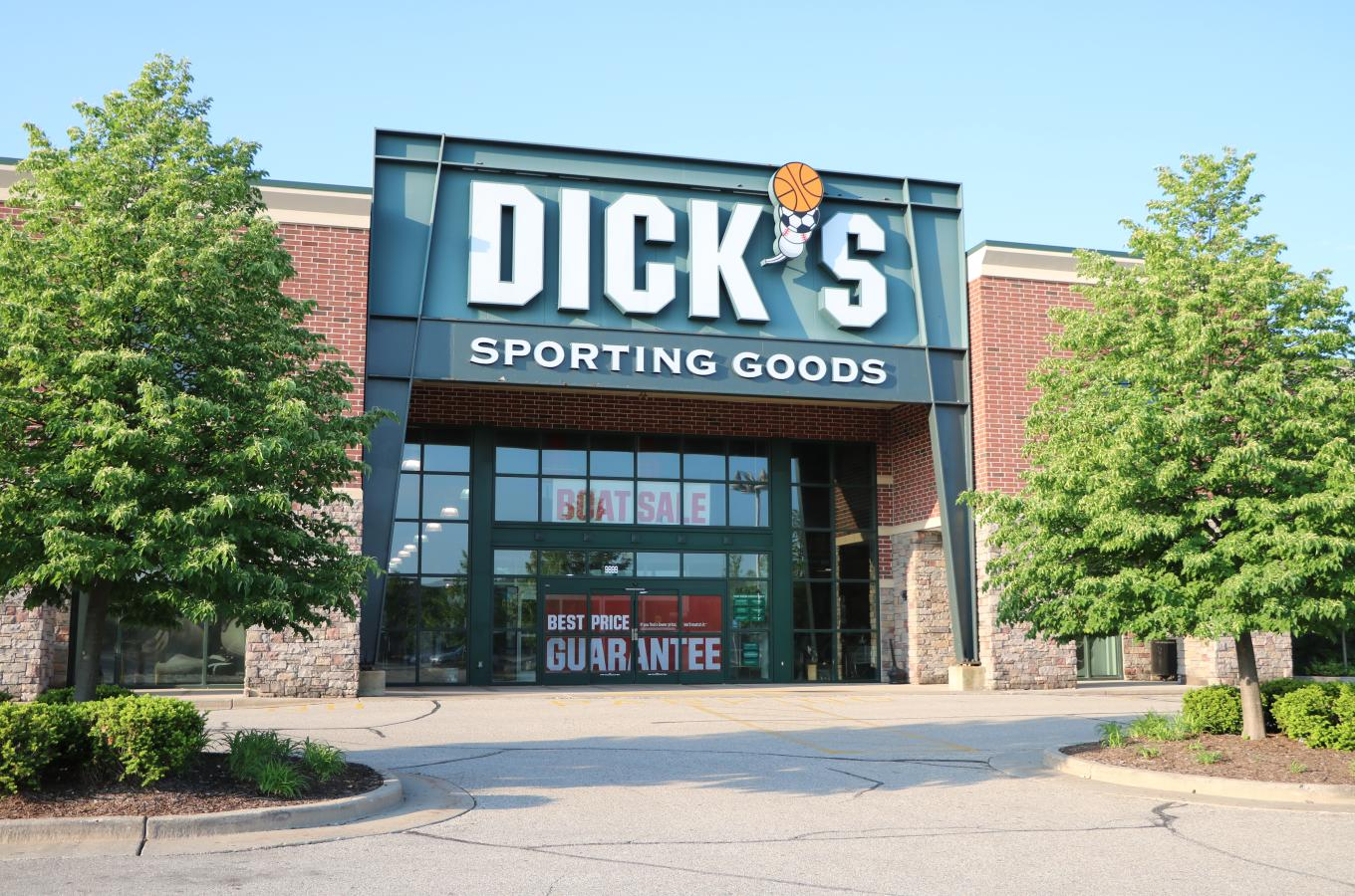 Dick's Sporting Goods Store Front V Pic
