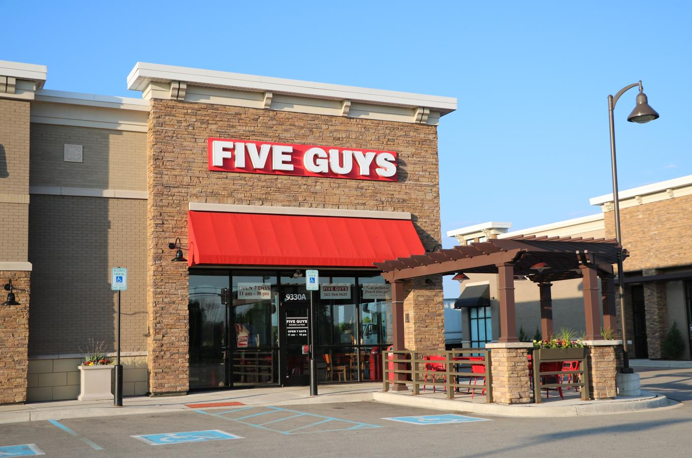 Five Guys V Pic