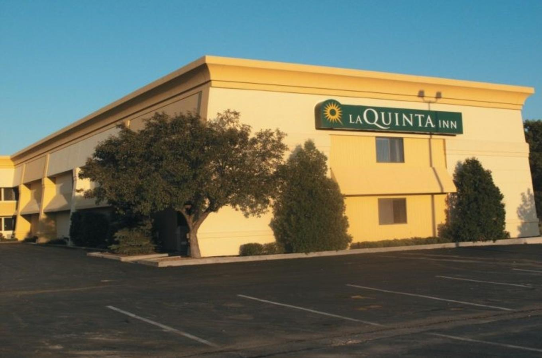 La Quinta Outside