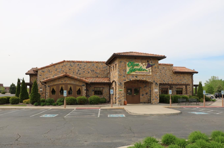 Olive Garden Restaurant Front V Pic