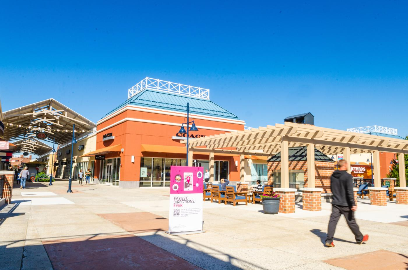 Stores and shopping at the Premium Outlets 2019